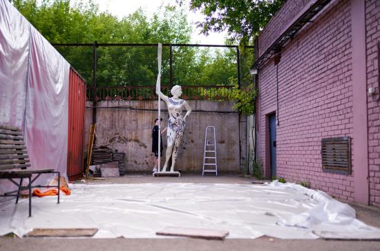 soviet-era-girl-with-an-oar-statue-3d-printing-2