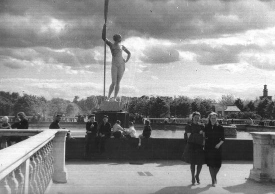 soviet-era-girl-with-an-oar-statue-3d-printing-6